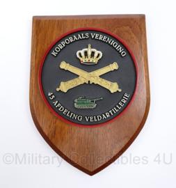 Defensie wandbord Korporaals Vereniging 43 Afdeling Veldartillerie - afmeting 19 x 14 x 1,5 cm - origineel