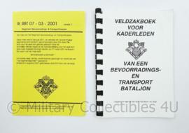 Defensie IK RBT 07-03-2001 set veldzakboek voor kaderledenBevoorradings en Transport Bataljon- 2 delig - origineel