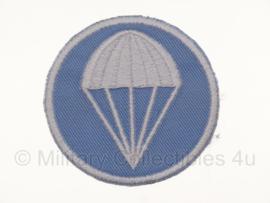 Overseas cap insigne - Parachute infantry -  vanaf voorjaar 1941 - lichtblauw met wit