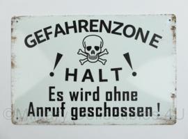 Nieuw gemaakte metalen plaat Gefahrenzone Halt! ES wird ohne anruf geschossen    - 30 x 20 cm - nieuw