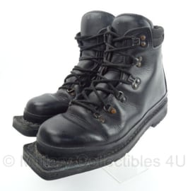 KL Korps Mariniers Skischoenen  -  size 8 1/2M  -  gebruikt  -  origineel