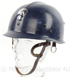 Belgische Rijkswacht helm met insigne - met lederen kin riem - origineel