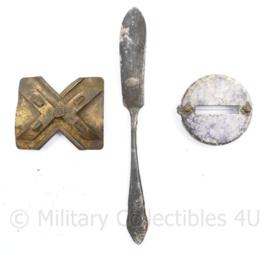 Bodemvondst set WO2 Duits mes, kompas klep en onbekend deel - origineel