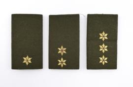 KL DT tot 2000 set van 3 verschillende DT epauletten - 2e Luitenant, 1e Luitenant en kapitein  - 9 x 5 cm - origineel