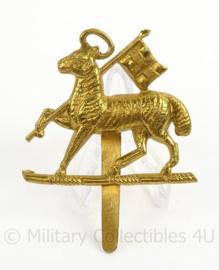 WO2 Britse The Queens West Surrey Regiment cap badge - afmeting 5 x 7 cm - origineel