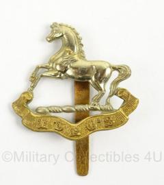 WO2 Britse baret of pet insigne The Kings Regiment - afmeting 4,5 x 6 cm - origineel
