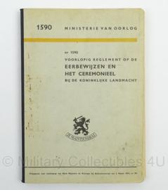MVO Reglement op de Eerbewijzen en het Ceremonieel bij de Koninklijke Landmacht nr. 1590 - 1951 - afmeting 15 x 23 cm - origineel