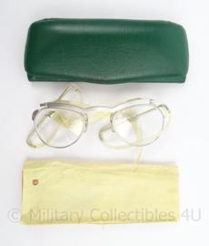 KL Landmacht gasmasker bril op sterkte met doosje - afmeting 14,5 x 5,5 x 2 cm - origineel
