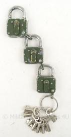 KL Landmacht ABUS hangslot set van 3 bijv. voor legervoertuigen - met 8 sleutels - 4 x 6  cm - origineel