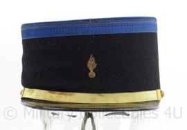 Franse Gendarmerie kepi - hulp gendarme - met embroidered insigne - maat 56 - origineel
