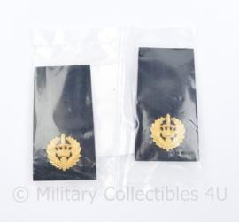 Politie rangonderscheidingsteken PAAR metaal Brigadier - nieuw in verpakking - 9 x 5 cm - origineel