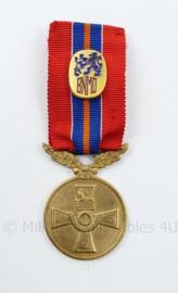 Medaille 40 jaar Bond van de Nederlandse militaire oorlogsslachtoffers - 9 x 3 cm - origineel
