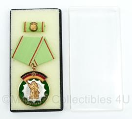DDR medaille in doosje Fur dienste am Volke - 8,5 x 3,5 cm - Origineel