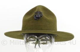 USMC US Marine Corps drill sergeant hat - met USMC origineel insigne - maat 6,5 = 55 cm.- origineel