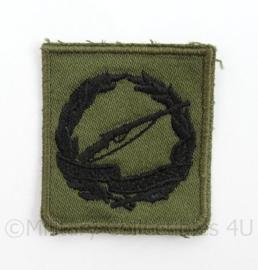 KL Landmacht vaardigheids borst embleem Schietwedstrijden Harskamp voor op het GVT - afmeting 4,5 x 5 cm - origineel