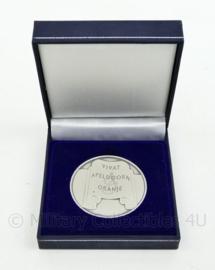 Zeldzame herdenkingspenning aanslag Apeldoorn Vivat Oranje 30 april 2009 in origineel doosje - origineel