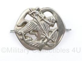 Kavalerie vroeg baret embleem met grote bevestigingsogen - 7 x 5 cm - origineel