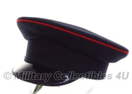 Britse zwarte leger platte pet met enkele rode bies - maat 53, 55 of 56 cm. - origineel