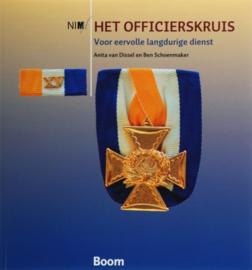 Boek 'Het Officierskruis Voor Eervolle Langdurige Dienst' - A. Van Dissel