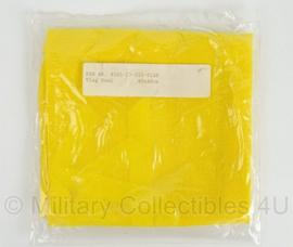 KL Landmacht seinvlag - voertuig met pech - geel - 40 x 40 cm - origineel