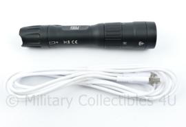 Politie Peli 7600 tactische zaklamp via usb kabel oplaadbaar - zeer fel - wit, rood en groen licht - werkend getest - 15,5 x 3 cm - NIEUW - origineel