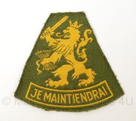 KL Landmacht DT 1963-2000 arm embleem Je Maintiendrai - afmeting 8 x 7 cm - origineel