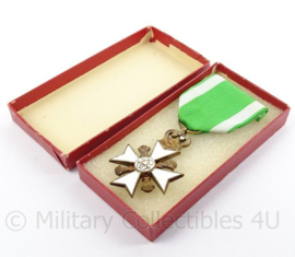 Belgische Brandweer trouwedienst medaille - afmeting doosje 6 x 12 cm - origineel