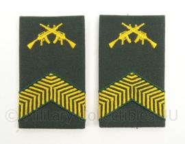 KL Landmacht DT2000 rang epauletten Korporaal Olk - per paar - afmeting 5 x 9 cm - origineel