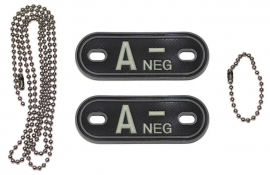 Dogtag ketting met 2 bloedgroep hangers 3D PVC - zwart - bloedgroep A NEG