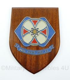 """KL wandbord - protestantse geestelijke verzorging krijgsmacht - """"In hoc signo vinces"""" - afmeting 19 x 14 x 1,5 cm - origineel"""