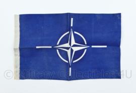 Defensie NATO voertuig vlag - 15 x 23 cm - origineel