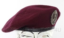 Italiaanse  airborne baret bordeaux rood - met insigne - maat 55 - origineel