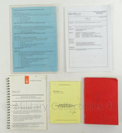 KL Landmacht  documenten en instructiekaarten set - 5 stuks - origineel