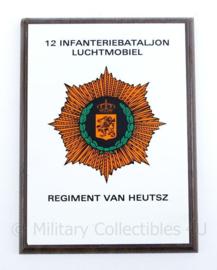 Wandbord 12 Infanteriebataljon Luchtmobiel Regiment van Heutsz -20,5x15x1,5cm - origineel