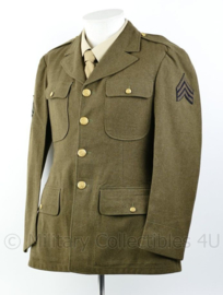 Wo2 US Army Class A jacket gedateerd 1942 - rang  Sergeant  - size 37R = maat 48 - origineel