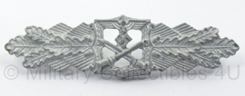 WO2 Duitse Nahkampfspange - zilver - maker Peekhaus Berlin - afmeting 2,5 x 10 cm - replica