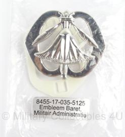 KL Landmacht baret insigne Militaire Administratie - nieuw in origineel zakje - afmeting 6 x 5 cm - origineel