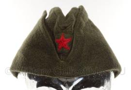 Kroatisch JNA schuitje titovka - met rode ster voorop - maat 56 of 57 - origineel