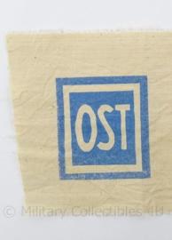 WO2 Duits embleem OST voor op de borst van het uniform van OST arbeiters  - afmeting 34 x 15 cm - replica