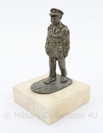 Korps Rijkspolitie metalen beeldje op voet - 10 x 6 x 6 cm - origineel