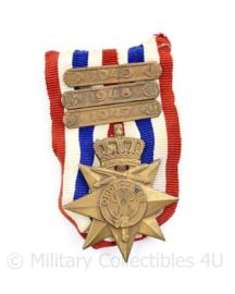 Nederlandse Orde en Vrede kruis met 1947 1948  en 1949 balk -  8 x 4,5 cm - origineel