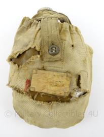 WO2 Russische veldfles met hoes - fragiel - afmeting 21 x 15 x 6 cm - origineel