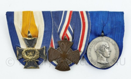 Nederlands leger medaillebalk - 25 jaar trouwe dienst NOC medaille voor alzijdige vaardigheid en 1914 1918  herinneringsmedaille - 13 x 6,5 cm - origineel