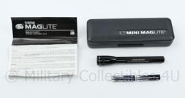 Mini Maglite set Defensie Kader instructie Compagnie - Ter herinnering aan de D-instrcie - NIEUW - 2 x 5,5 x 16,5 cm - origineel