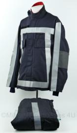 Nederlandse Brandweer jas mét broek huidig model donkerblauw en reflecterend - maat 48 - zeldzaam - origineel