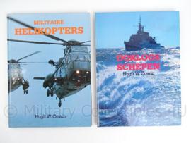 2 naslagwerken ; Militaire helikopters en Oorlogsschepen Hugh W Cowin - origineel