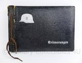 WO2 Duits Wehrmacht leeg foto album Erinnerungen met metalen Stahlhelm - 27 x 19 x 2 cm - origineel