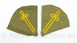 Defensie opleiding paar kraagemblemen - 9 x 8,5 cm - origineel