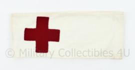 Vintage katoenen Rode kruis armband met metalen haakjes als sluiting - origineel