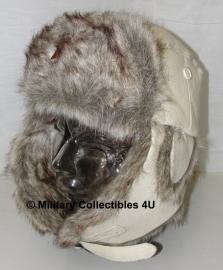 Bontmuts USSR met ster - wit - met Russisch insigne voorop - maat 55 tm. 61